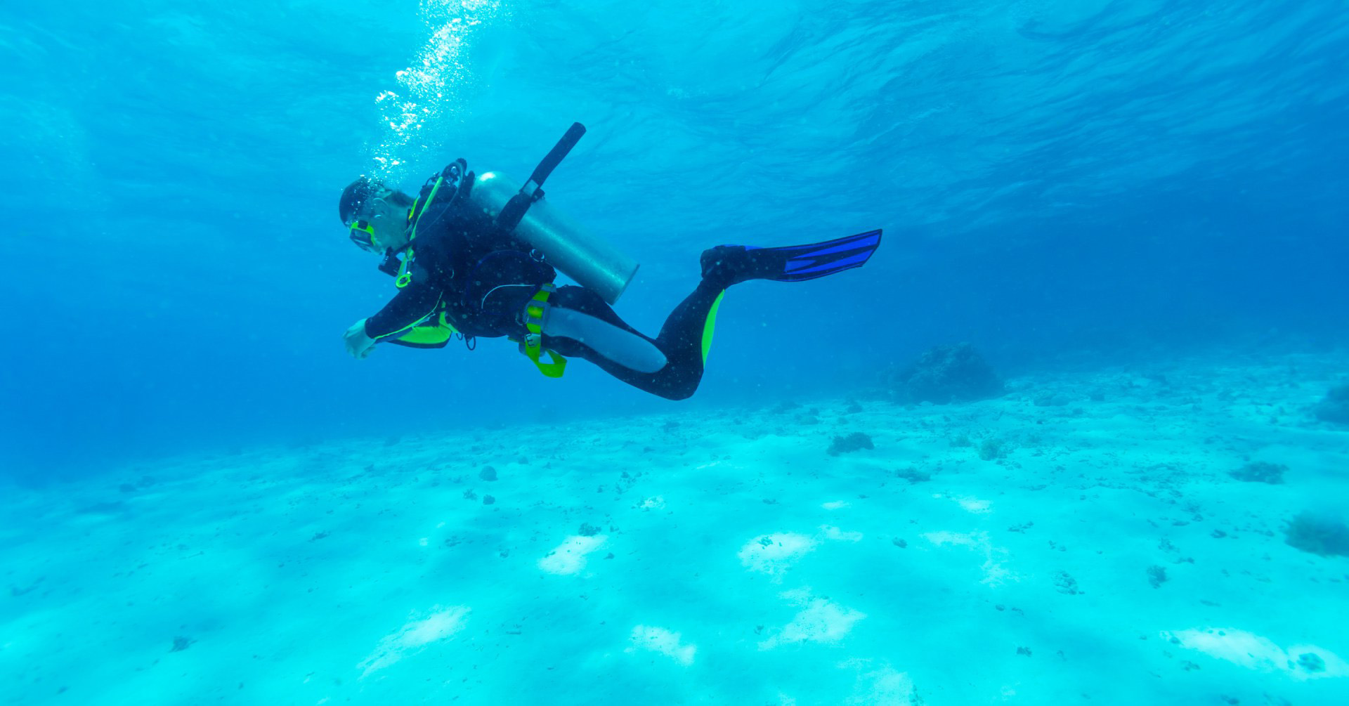 scuba-diver-near-ocean-floor